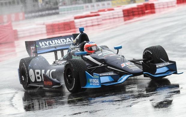Indy - Rubens Barrichello guia o carro da KV Racing sob chuva em São Paulo (Foto: Guilherme Lara Campos / FotoArena)