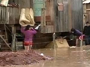 Chuva destruiu casas em Caçador, no Oeste (Foto: Reprodução/RBS TV)