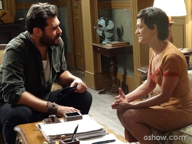 Gaia pressiona Toni para eles reatarem casamento (Foto: Joia Rara/TV Globo)