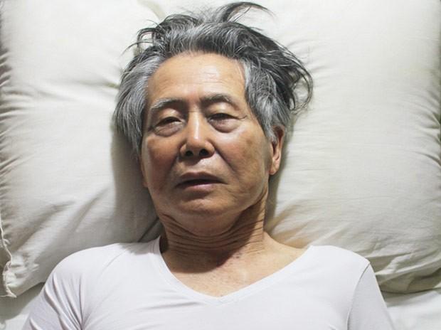 Foto não datada do ex-presidente peruano Alberto Fujimori na cama, na prisão. A imagem foi divulgada pela família de Fujimori em 13 de outubro (Foto: AFP)