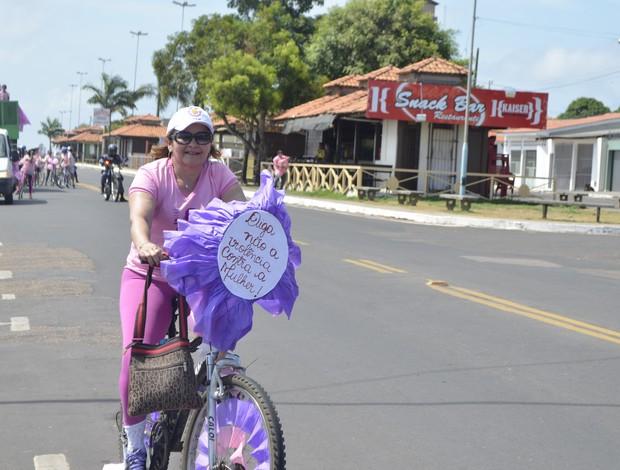 'Bicleata' é realizada em Macapá, em favor a campanha Outubro Rosa (Foto: Cassio Albuquerque/GE-AP)