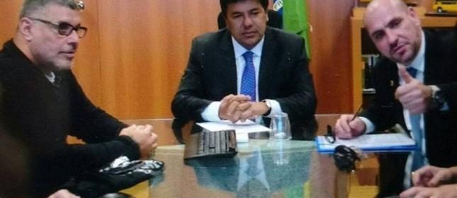 O ministro da Educação, Mendonça Filho (DEM), recebe o ator Alexandre Frota e integrantes do grupo Revoltados Online  (Foto:  Reprodução  )