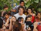 Puro sucesso! Elenco de Flor do Caribe faz a felicidade de fãs por onde passa