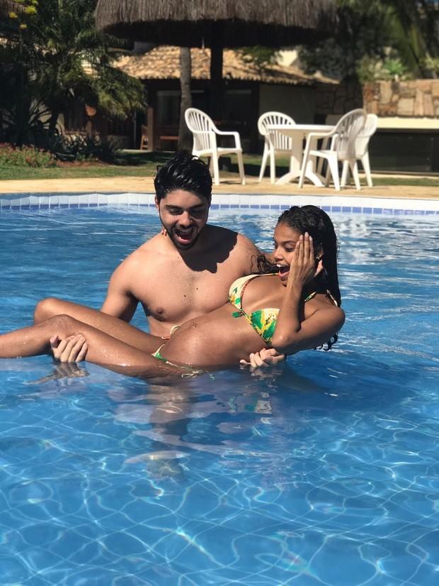 Aline Dias e o namorado Rafael Cupello curtem cada momento da gravidez de Bernardo  (Foto: Arquivo Pessoal)
