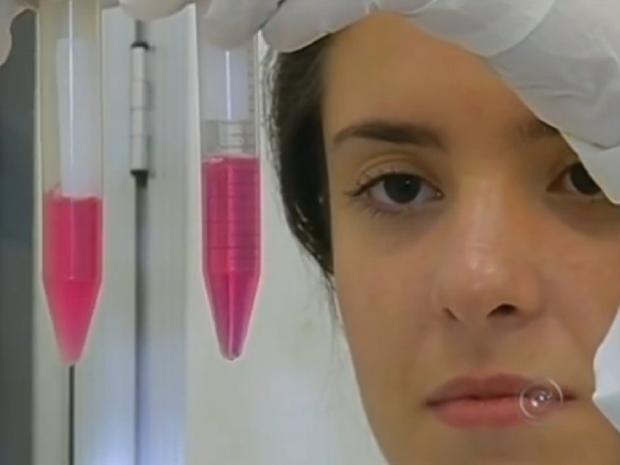 Pesquisa da Unesp de Assis usa células da medula óssea do paciente (Foto: Reprodução/TV TEM)