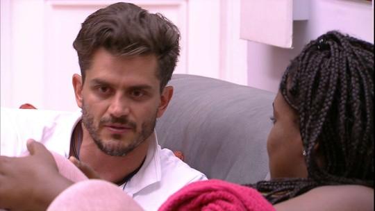 Marcos se esclarece com Roberta: 'É indiscutível o talento que você tem'