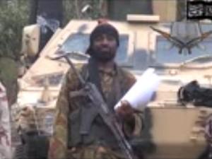 Imagem é de um vídeo obtido pela agência AFP, que mostra o líder do grupo Boko Haram, Abubakar Shekau, durante um discurso (Foto: AFP/Boko Haram)