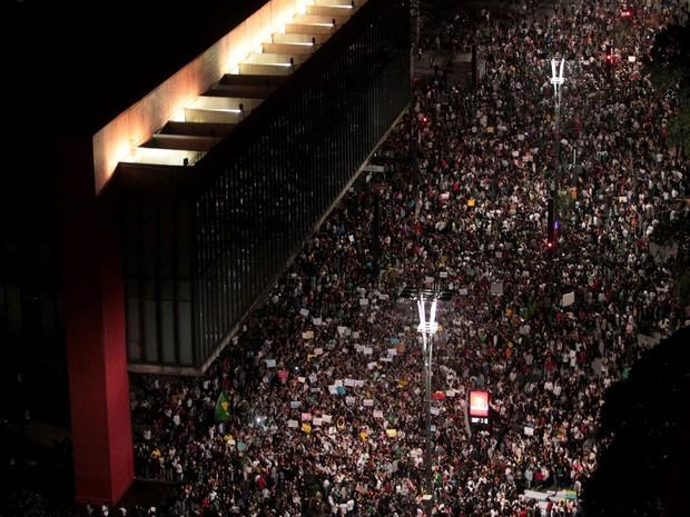 Manifestantes se reúnem em frente ao Masp (Foto: Filipe Araújo/Estadão Conteúdo)