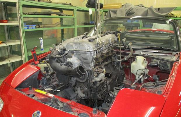 Processo de restauro do Miata oferecido pela Mazda inclui desmonte completo (Foto: Divulgação)
