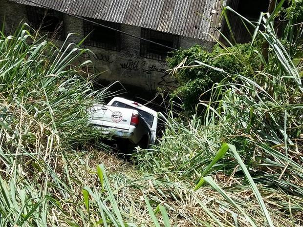 Motorista perdeu o controle da direção (Foto: Fernanda Soares / G1)