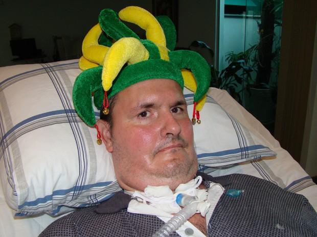 Vanderlei Corradini Simões de Lima, que tem esclerose lateral amiotrófica, dá aulas e escreveu livro só com os movimentos dos olhos (Foto: Vanderlei Corradini Simões de Lima/Arquivo Pessoal)