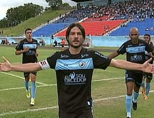Londrina vence o Atlético-PR por 2 a 0 e encosta na liderança (Reprodução / RPC TV)