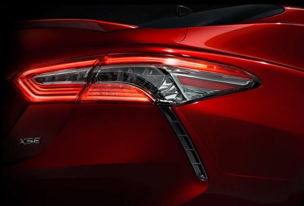 Detalhe da lanterna do novo Toyota Camry (Foto: Divulgação)
