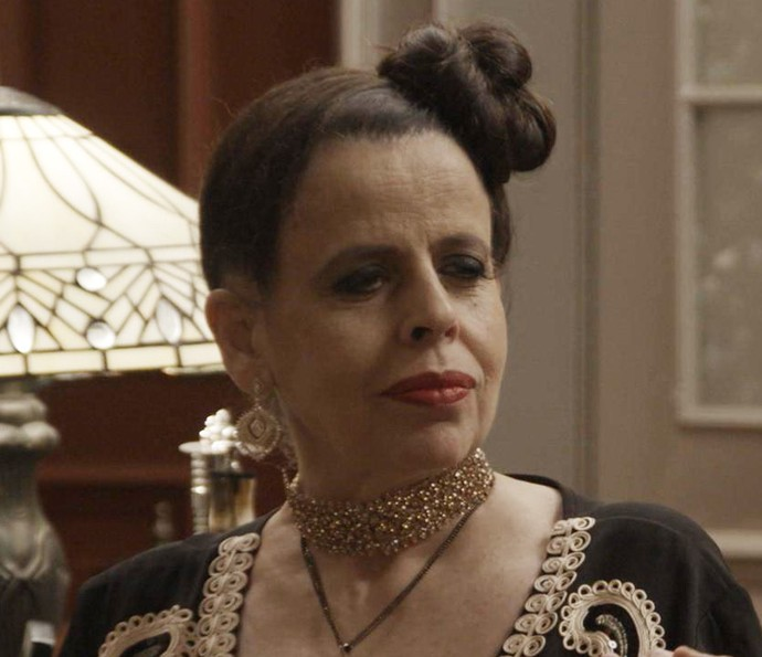 Safira anuncia quem será o dono de suas ações (Foto: TV Globo)