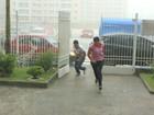 Chuva faz escolas abrirem portões mais cedo para Enem em Manaus
