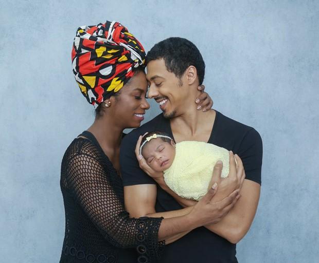 Ivi Pizzott e Luís Navarro com a filha (Foto: Natália Ledine / MF Press Global)