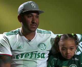 Maria Eduarda, torcedora do Palmeiras barrada, e o pai (Foto: Reprodução SporTV)