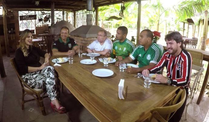Apresentador do Esporte D cozinhou para Jessica e os Garotinhos FC  (Foto: Reprodução / TV Diário )