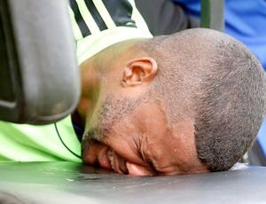 Felipe machucado treino Flamengo (Foto: Ivo Gonzalez / Agência O Globo)
