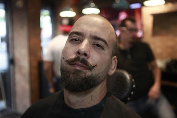 Rodrigo Medeiros fez o bigode handlebar (Foto: Anderson Barros/EGO)