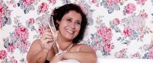 Mulher com câncer de mama realiza sonho de fazer ensaio sensual; confira as fotos  (Reprodução / TV Diário)