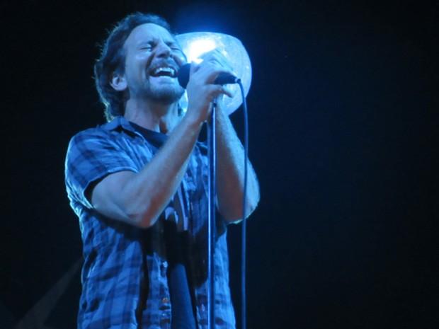 Eddie Vedder, vocalista do Pearl Jam, em show em Brasília (Foto: Isabella Formiga/G1)