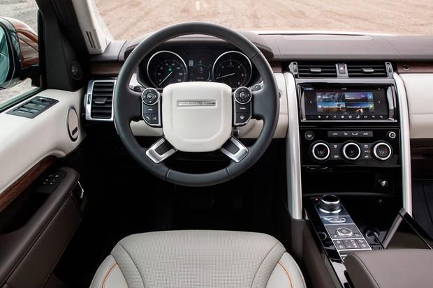 Painel tem instrumentos analógicos, mas é a única coisa que o separa de um Range Rover Sport (Foto: Divulgação)