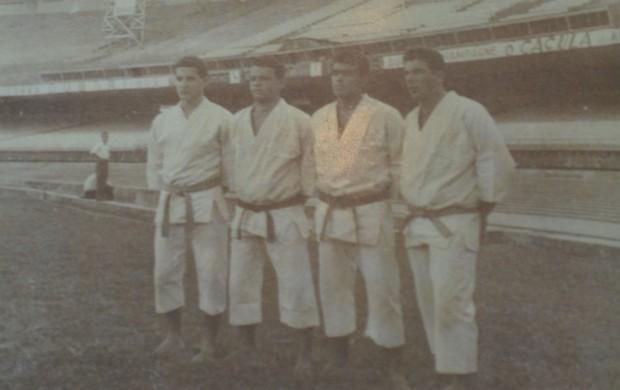 Carlson Gracie, João Alberto Barreto e lutadores no Maracanã (Foto: Reprodução/Arquivo Pessoal)