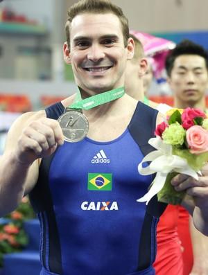 Zanetti com sua medalha de prata