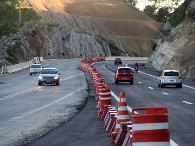 Trecho do km 48 da Tamoios; curva exige aten��o do motorista  (Foto: Carlos Santos/G1)