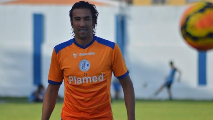 Kivel, atacante do Confiança (Foto: Felipe Martins/GloboEsporte.com)