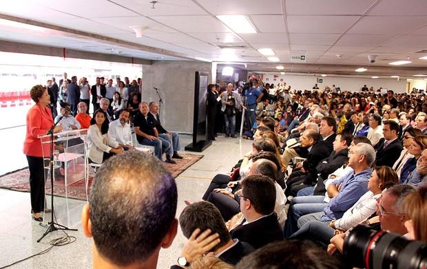 Dilma estádio Mané Garrincha inauguração discurso (Foto: Fabrício Marques)