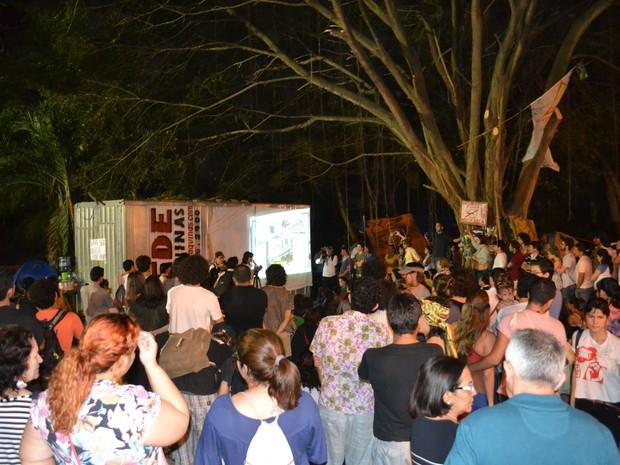 Projetos foram defendidos no Parque do Cocó, onde um grupo acampa há 30 dias contra obras de viadutos na região (Foto: André Teixeira/G1)