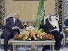 Em primeira viagem ao exterior, presidente egípcio tem apoio saudita