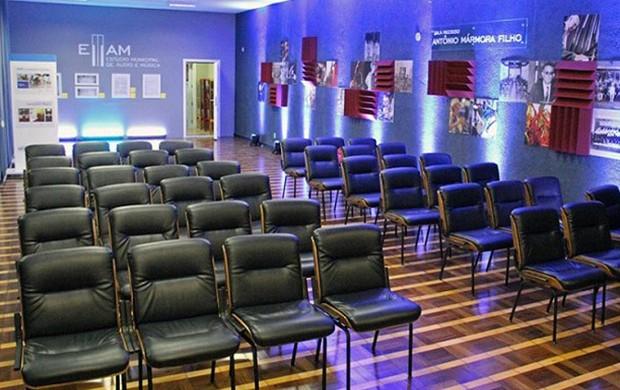 Cultura discute parceria para a realização de uma Bienal de Mogi das Cruzes ()