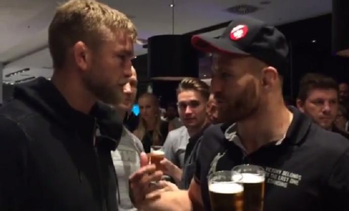 BLOG: Rivais apenas no octógono: Gustafsson e Blachowicz bebem cerveja após a luta