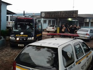 Mais de 130 policiais participaram da operação (Foto: Maurício Rebellato/RBS TV)