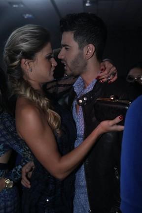 Gusttavo Lima com a noiva, Andressa Suita, em show em São Paulo (Foto: Leo Franco/ Ag. News)