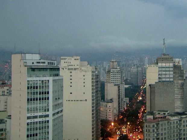 Tempo nublado em Belo Horizonte, às 6h30 desta segunda-feira (20). (Foto: Reprodução / TV Globo)