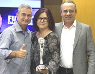 O gerente de programação da Vanguarda, Valério Fernandes, a gerente de jornalismo, Terezinha Almeida, e o gerente de programação da Globo, Marco Antonio Casado (Foto: Divulgação/ TV Vanguarda)