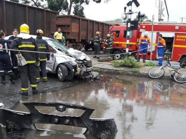 Acidente com locomotiva em Juiz de Fora (Foto: Corpo de Bombeiros/Divulgação)