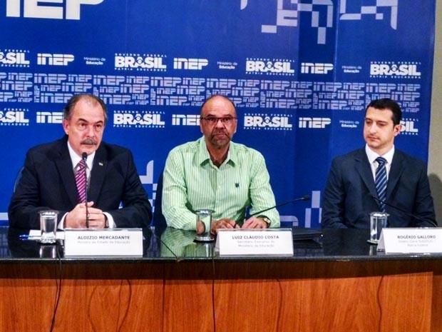 O ministro Aloisio Mercadante durante coletiva de imprensa com representantes do Inep, do MEC e da Polícia Federal (Foto: Isabella Calzolari/G1)
