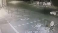 Câmeras registram explosão de dois caixas eletrônicos dentro de mercado em Campinas
