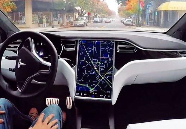 Sistema autopiloto da Tesla (Foto: Divulgação)