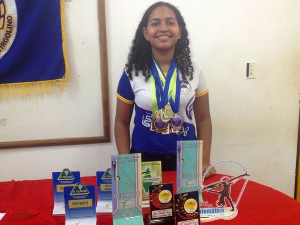 Bárbara Amoras participou  e foi premiada em eventos e feiras de ciências (Foto: Jéssica Alves/G1)