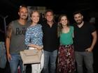 Xuxa, Angélica, Luciano Huck e mais assistem ao espetáculo 'Tô grávida'