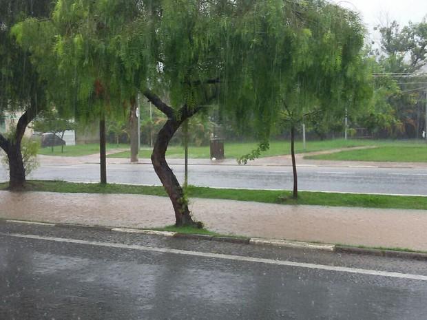 Rio de São Roque encheu rapidamente com a chuva (Foto: Fábio Henrique da Costa/Arquivo pessoal)