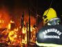 Carro de passeio e ônibus escolar pegam fogo em Pimenta Bueno