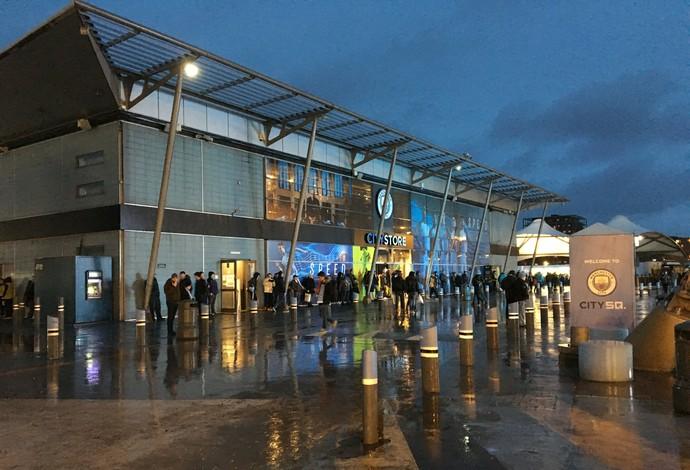 Loja do Manchester City no estádio (Foto: Ivan Raupp)