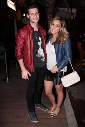 Ex-BBB Lia Khey com o namorado em festa em São Paulo (Foto: Leo Franco/ Ag. News)